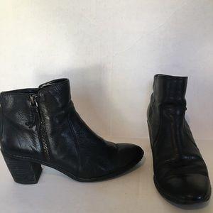 Anne Klein Bristle black ankle boots. Size 8